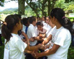 Los jóvenes hondureños plantan cara a la violencia practicando la 'cultura de paz'