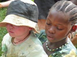 LA EMERGENCIA SILENCIOSA DE LOS ALBINOS EN TANZANIA