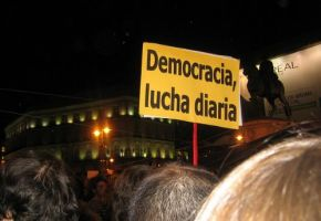 16 propuestas y 7 citas robadas en la acampada de la Puerta del Sol